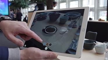 Ausschnitt eines Ipads vor dem Tool des Digital Touch Tables