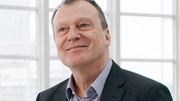 Zukunftsforscher Andreas Reiter im Interview auf dem Gelände der Messe Frankfurt